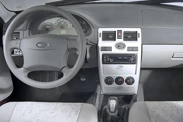 Lada Priora хэтчбек до рестайлинга передняя панель