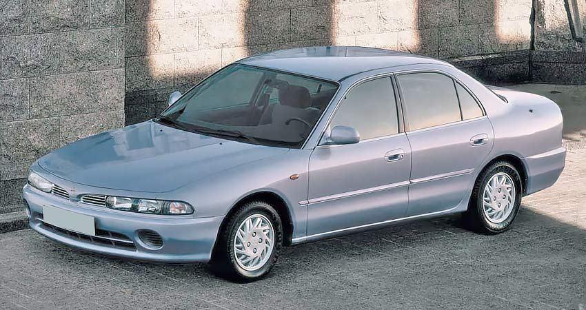 Mitsubishi Galant с бензиновым двигателем 1.8 литра 1995 года