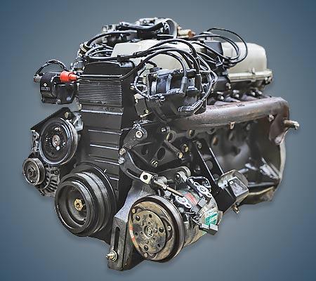 Мотор Ниссан RB20E вид сбоку.