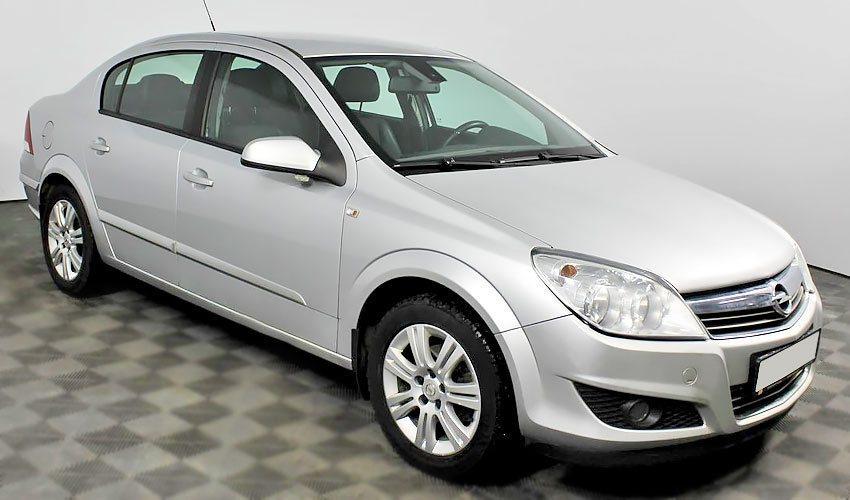 Opel Astra с бензиновым двигателем 1.8 литра 2009 года