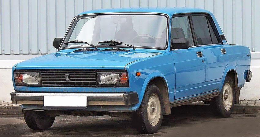 Лада 2105 с бензиновым двигателем 1.6 литра 2005 года.