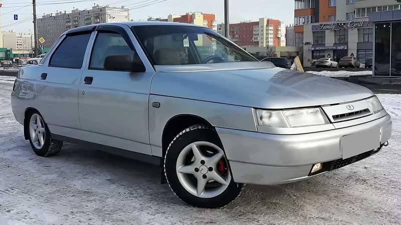 Лада 2110 с бензиновым двигателем 1.5 литра 2003 года.