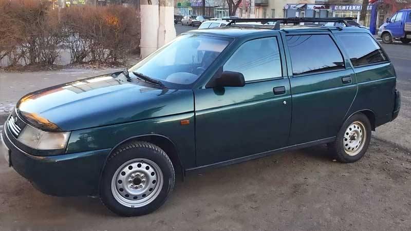 Лада 2111 с бензиновым двигателем 1.5 литра 2004 года.