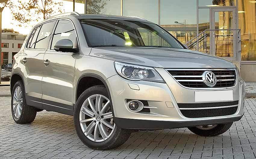 Volkswagen Tiguan с бензиновым двигателем 2.0 литра 2009 года